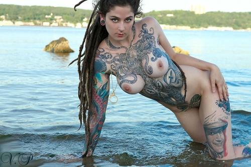 девушки с тату голые фото